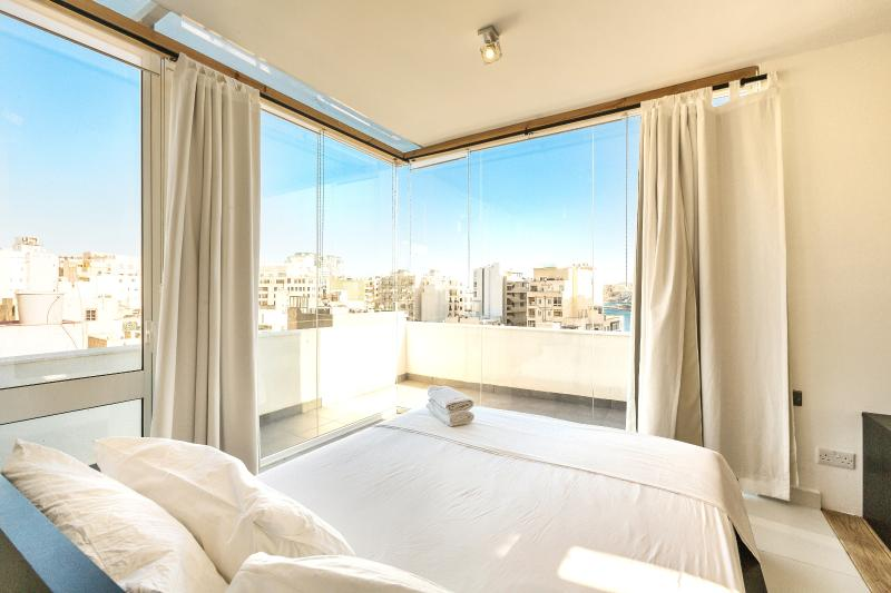 Blue Room (penthouse studio apartment) at Two Pillows - Two Pillows_Blue Room - Sliema - rentals
