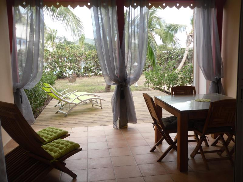 Terrace and private deck - Salt & Sun - 1 bedroom, Beachfront and pool - Orient Bay - rentals