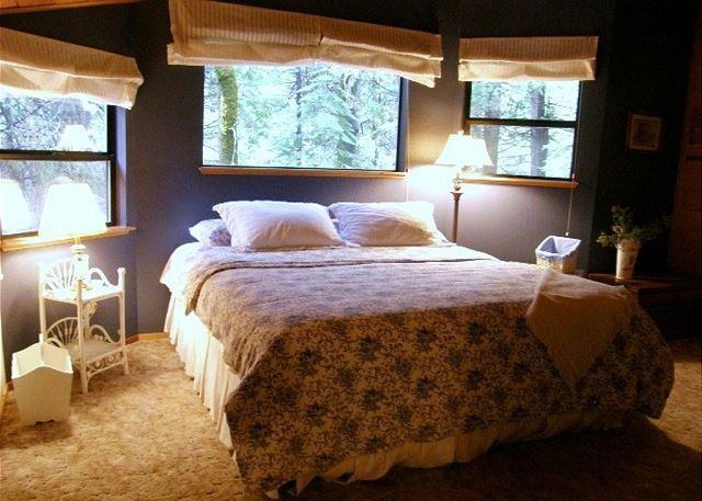 Master bedroom upstairs - Enjoy this Dorrington Mountain Cabin!  Everything you need, a perfect escape! - Dorrington - rentals