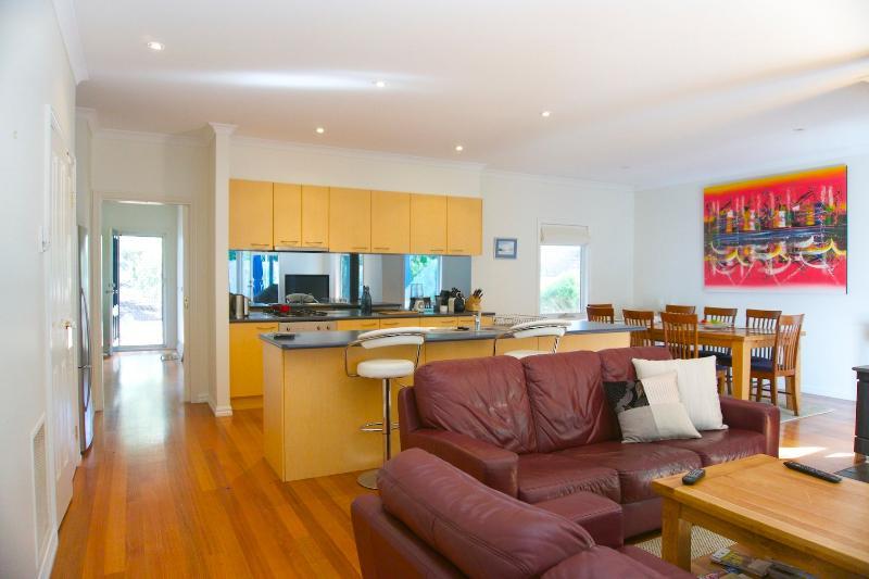 Ocean Blue Beach House - 3 bed, 2 bath, 2 living - Image 1 - Rye - rentals