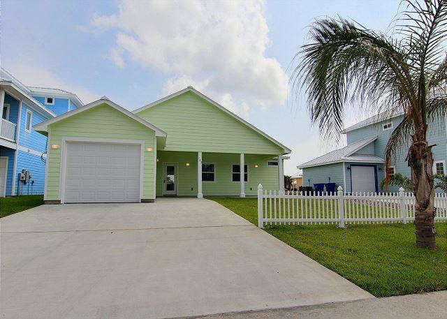 Welcome to Sandy Paws - BRAND NEW Sandy Paws, Pet Friendly, 3/3, Wifi, Boardwalk to Beach - Port Aransas - rentals