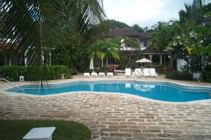 Ixoria, Emerald Beach #3 at Gibbes Beach, Barbados - Beachfront, Gated Community, Communal Pool - Image 1 - Gibbs Bay - rentals