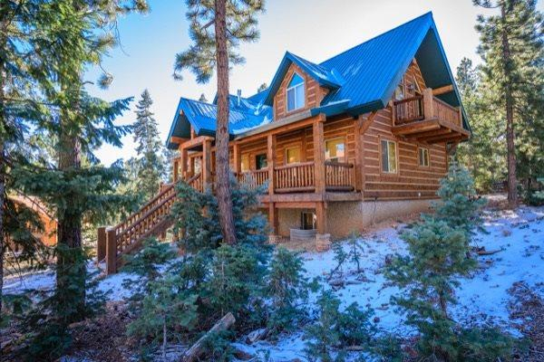 Browning Lodge is a Beautiful Family Cabin ... Great for Family Reunions - Image 1 - Duck Creek Village - rentals