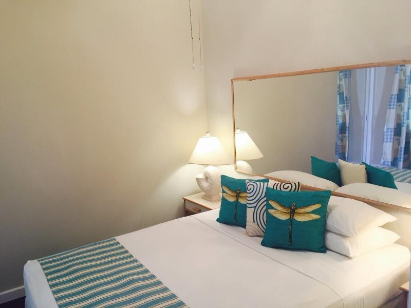 Beautiful Bedroom - Home Away Holiday Rentals - Minutes from the Beach - Maxwell - rentals