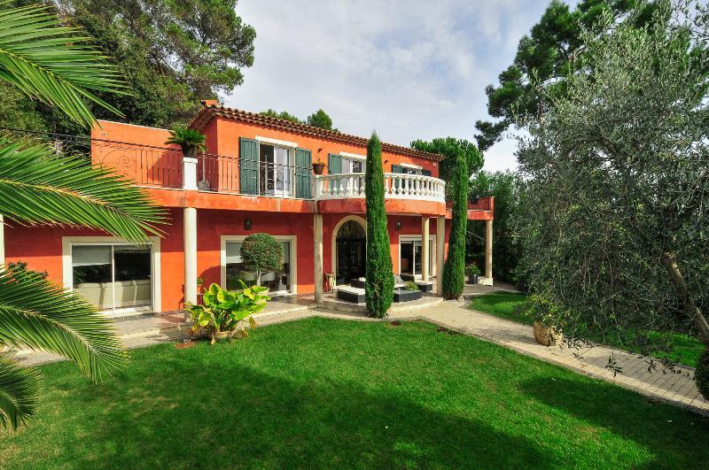 Villa Floret - Image 1 - Roquefort les Pins - rentals