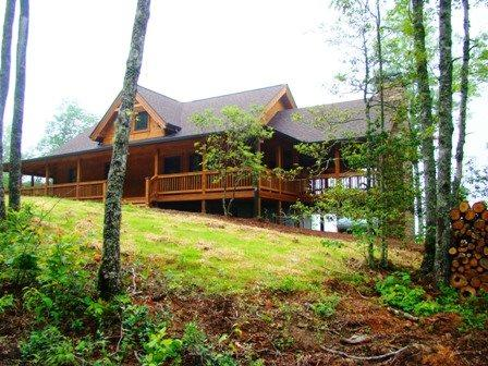 Owls Roost Cabin Take In the Amazing View from the Inviting Screened Porch with Fireplace Stylishly Furnished and Convenient to Hiking, Train, and Casino - Image 1 - Bryson City - rentals