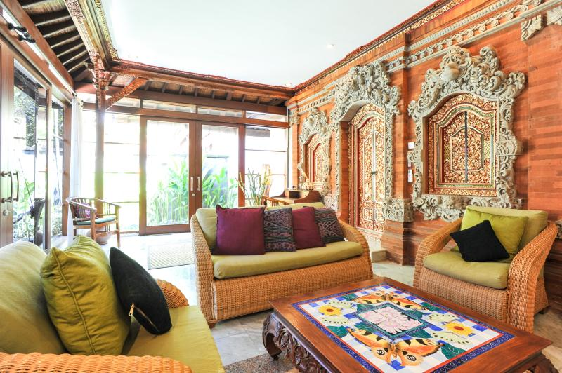 WONDERFUL BALINESE TRADITIONAL STONE WORK IN OUR 2 BEDROOM CENTRAL SANUR VILLA, MINUTES TO THE BEACH - VILLA LEGONG. 2 BDRM POOL CENTRAL CLOSE TO BEACH. - Sanur - rentals