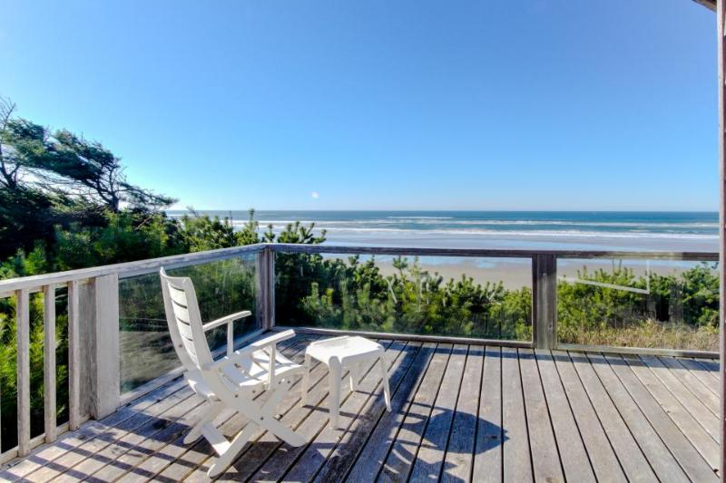 Quiet and secluded beachfront home with dramatic ocean views, grill, & firepit - Image 1 - Yachats - rentals