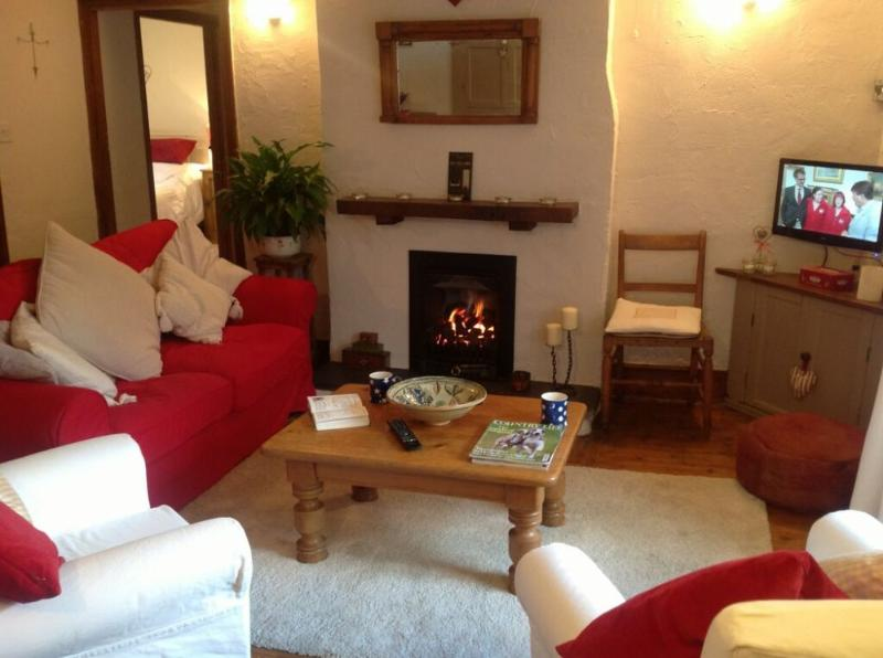 SMITHY COTTAGE, Staveley, Nr Windermere - Image 1 - Ings - rentals