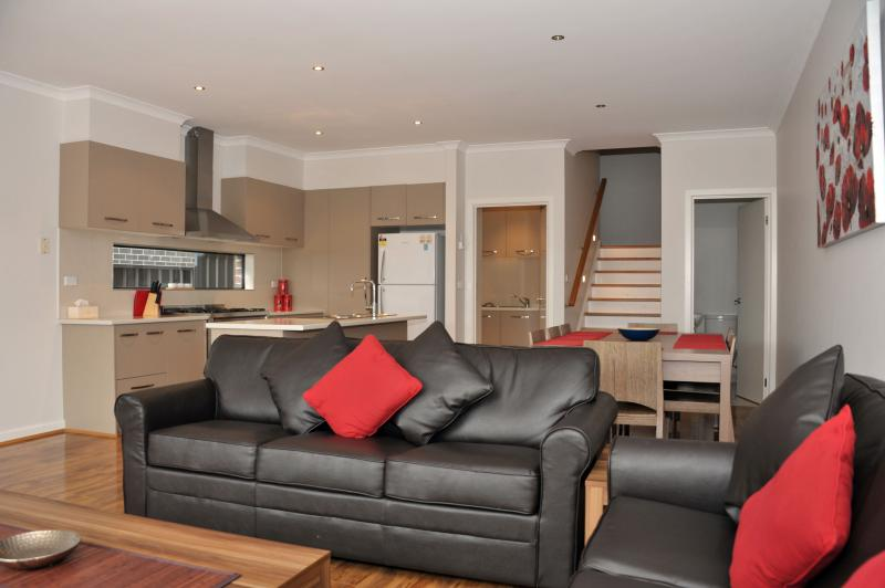 Welcome to Villa Marigold - VILLA MARIGOLD MELBOURNE - 15 min to City CBD - Greater Melbourne - rentals
