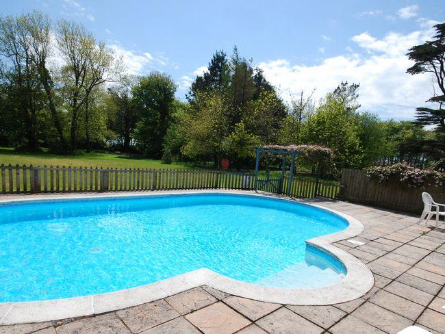 Shared outdoor solar-heated swimming pool - CRGES - Bradworthy - rentals