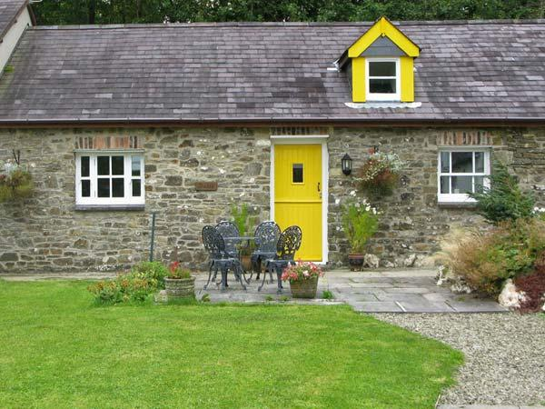 THE STABLE, pet-friendly, country holiday cottage, with a garden in Llandysul - Image 1 - Llandysul - rentals