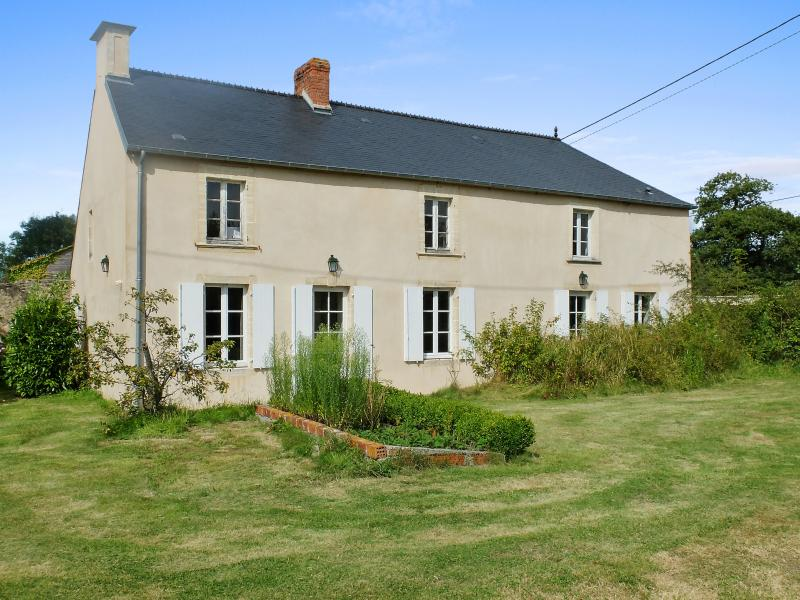 Rustic family house in Normandy with tennis court - Image 1 - Colombieres - rentals