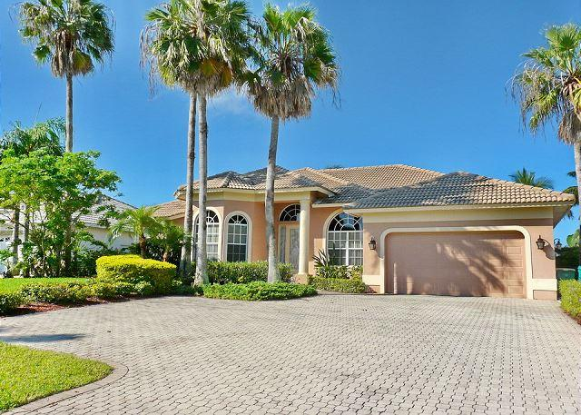 Exquisitely decorated waterfront home w/ heated pool & hot tub - Image 1 - Marco Island - rentals