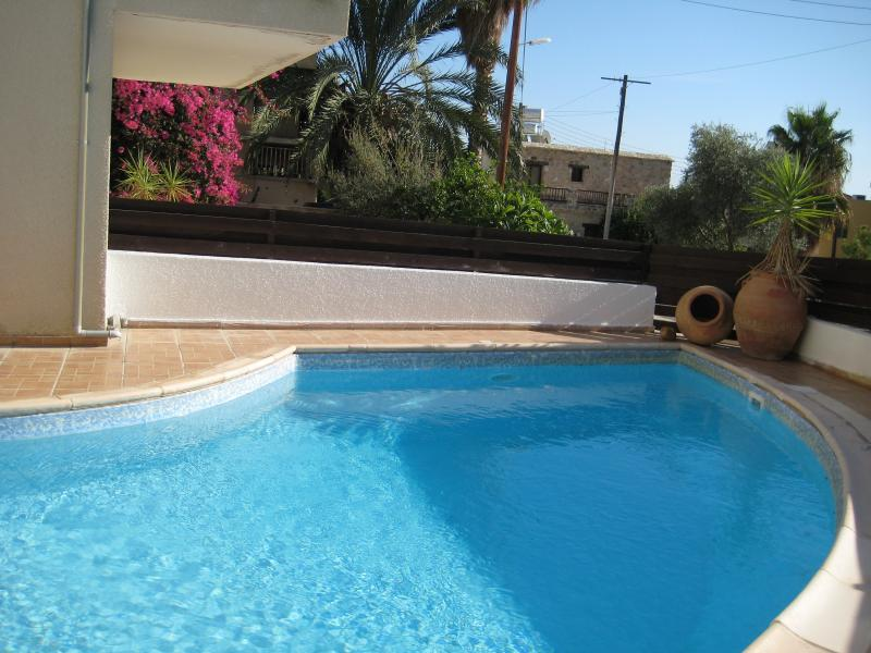 communal pool area - MYHIDEAWAY, PEYIA 2 bedrooms communal pool,  WiFi - Peyia - rentals