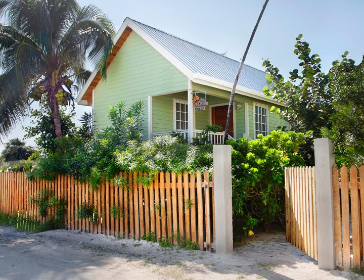 Single Family Cottage with Swimming Pool - New Home with Swimming Pool - Caye Caulker - rentals