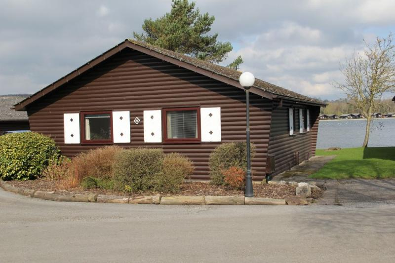 HOPE LODGE, Pine Lake, Carnforth, Lancashire - Image 1 - Carnforth - rentals