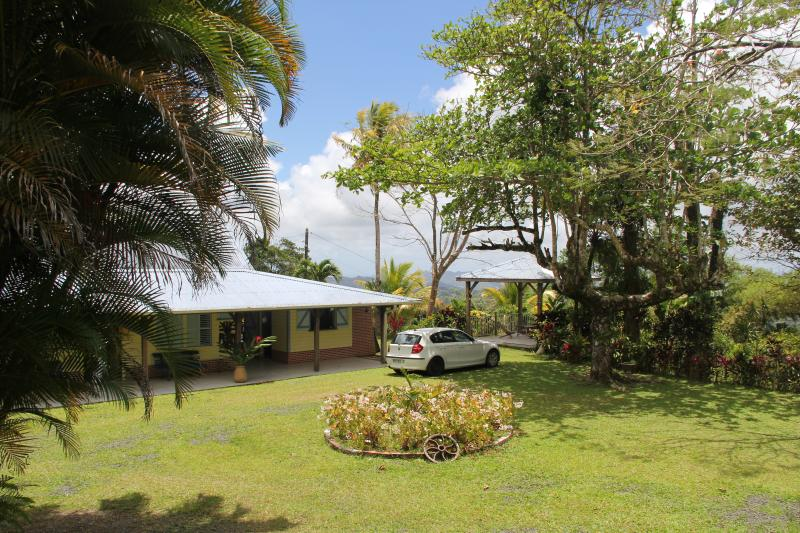 Magnifique villa creole au milieu d 'un beau jardi - Image 1 - Gros-Morne - rentals