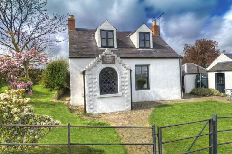 GYPSY PALACE, Kirk Yetholm, Roxburghshire, Scottish Borders - Image 1 - Yetholm - rentals