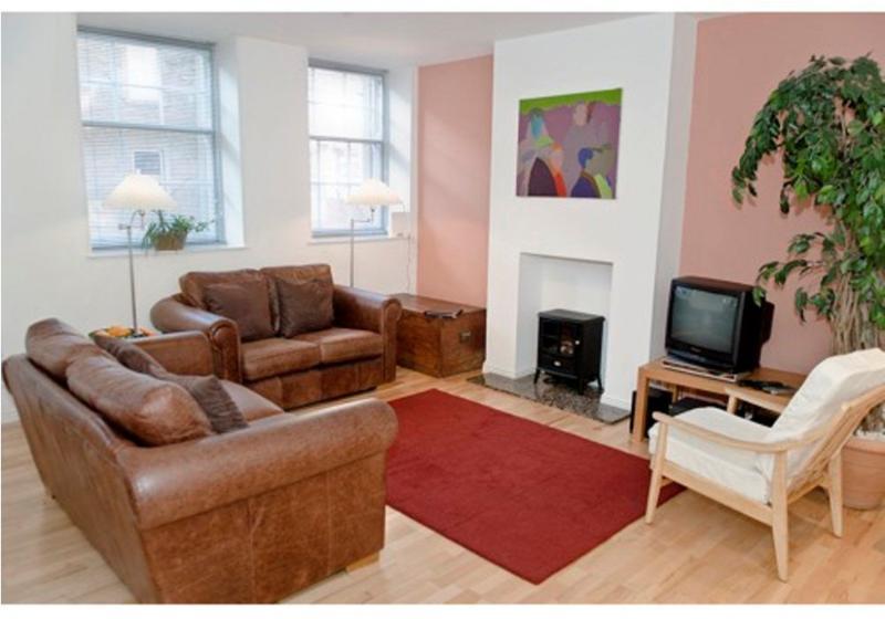 THE CAUSEWAYSIDE APARTMENT, The Southside,  Edinburgh, Scotland - Image 1 - Patrington Haven - rentals