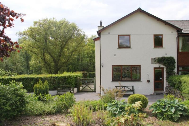 GREENBANK COTTAGE, Winster, Nr Windermere - Image 1 - Windermere - rentals