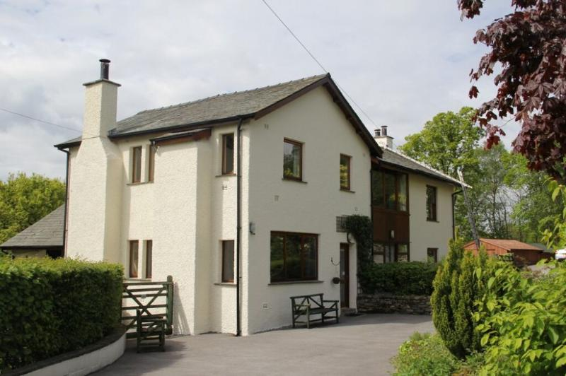 GREENBANK COTTAGE, Winster - Image 1 - Windermere - rentals