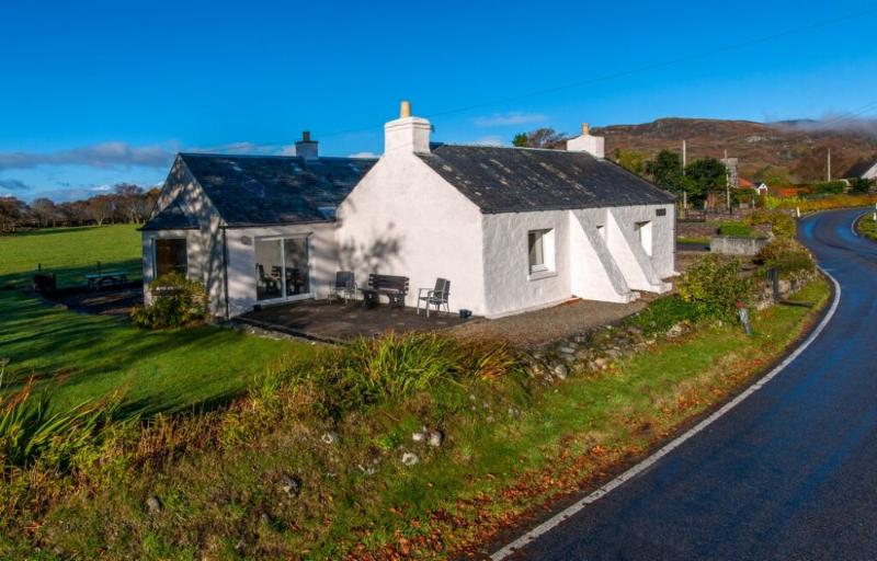 TIGH GRIANACH, North Connel, Oban, Argyll, Scotland - Image 1 - Oban - rentals