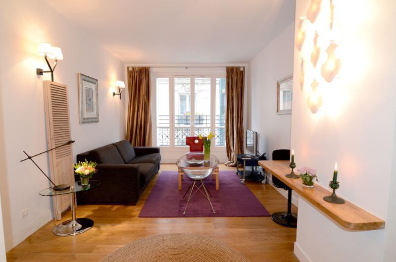 Living room - Montmartre 1BR Vacation Apartment Rental in Paris - Paris - rentals
