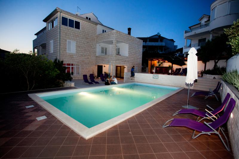 3 bedroom apartment R3 in villa Marijeta with pool - Image 1 - Hvar - rentals