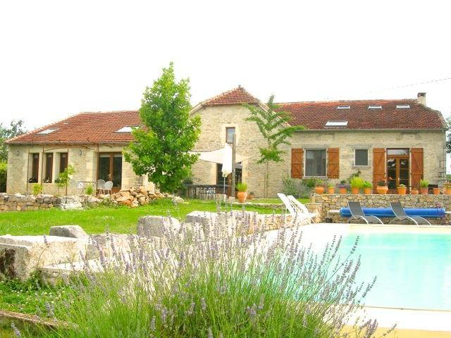 House from pool - Sunny farmhouse in picturesque Lot River Valley - Calvignac - rentals