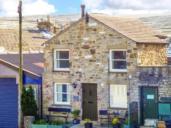 DIBBLE COTTAGE, character, en-suite, WiFi, romantic retreat in Reeth, Ref. 14675 - Image 1 - Reeth - rentals