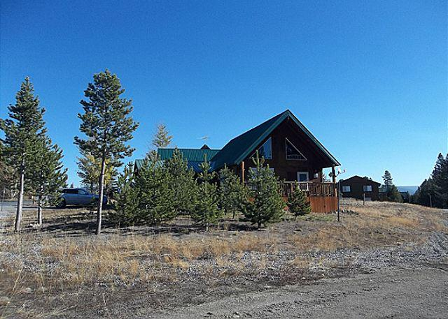 Hucke Haven - Big Springs Bungalow is less than 20 minutes to Yellowstone National Park. - Island Park - rentals
