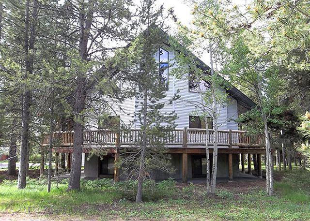 Winchester Lodge - Winchester Lodge has room for everyone; 8 bedrooms and 3 levels. - Island Park - rentals