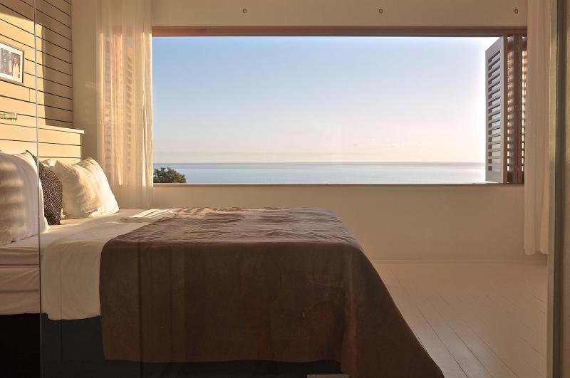 All room have amazing views on the ocean and king size beds. - Bedroom with ocean view in a private resort + pool - Santa Teresa - rentals