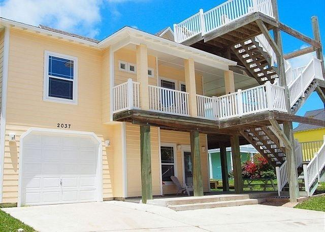 Pelican's Landing with Restaurant, Sand Point Pool, Hot Tub and Beach Boradwalk Access at Marker 9 - Sand Point Pelican's Perch - Boardwalk/Pool Access - Port Aransas - rentals