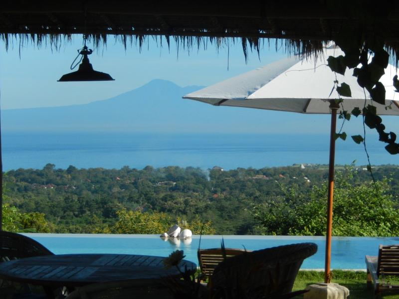 "spool views - ""Surf House"" uluwatu-padang - Pecatu - rentals"