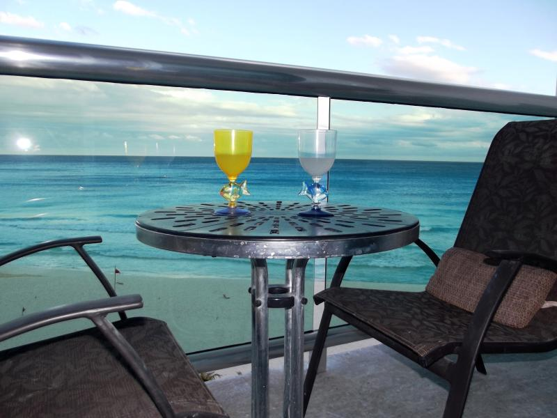 New glass rail for unobstructed view of the Caribbean - BEACHFRONT OCEANVIEW CANCUN CLUB ZONE 1 BD  CONDO - Cancun - rentals