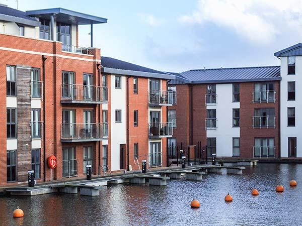 4 RIVER VIEW, apartment with view of canal basin, balcony, walks from door, Stourport-on-Severn Ref 920171 - Image 1 - Stourport on Severn - rentals