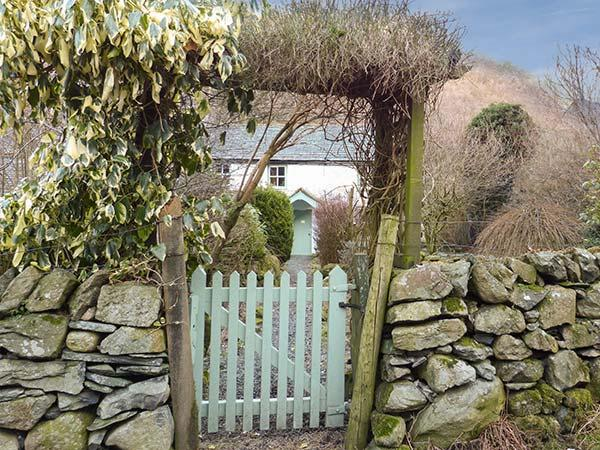 STONETHWAITE COTTAGE, open fire, garden, pet-friendly, in Stonethwaite, Ref 920477 - Image 1 - Rosthwaite - rentals
