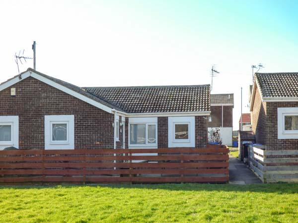 SNUGGLERS COVE, romantic, coastal, pet-friendly, enclosed garden, in Beadnell, Ref 920896 - Image 1 - Beadnell - rentals