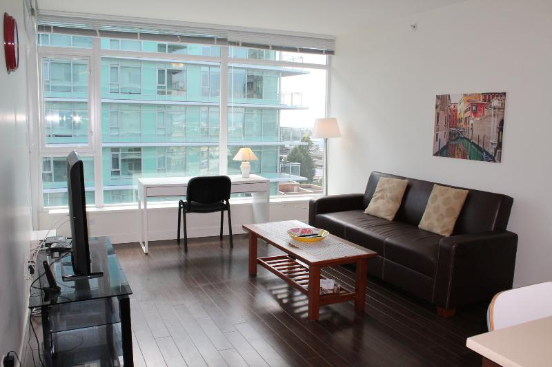 Living Room - Comfy 2 BD/2BA Apt @ Central Richmond - Richmond - rentals