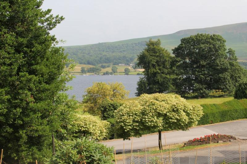 HOLLY COTTAGE, Watermillock, Ullswater - - Image 1 - Watermillock - rentals