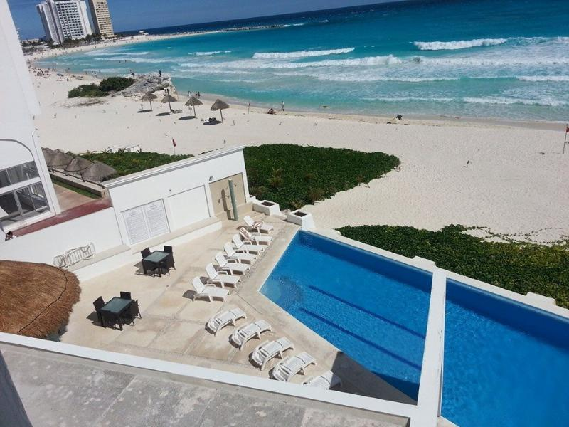 The view from our balcony - CLUB ZONE 1 BD BEACHFRONT CONDO: MARCH ON SALE - Cancun - rentals