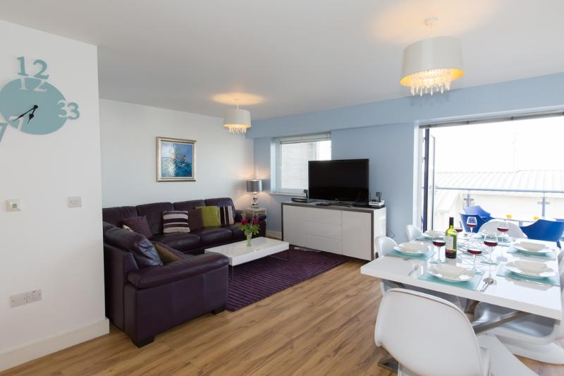 Beach View, Ocean 1 located in Newquay, Cornwall - Image 1 - Newquay - rentals
