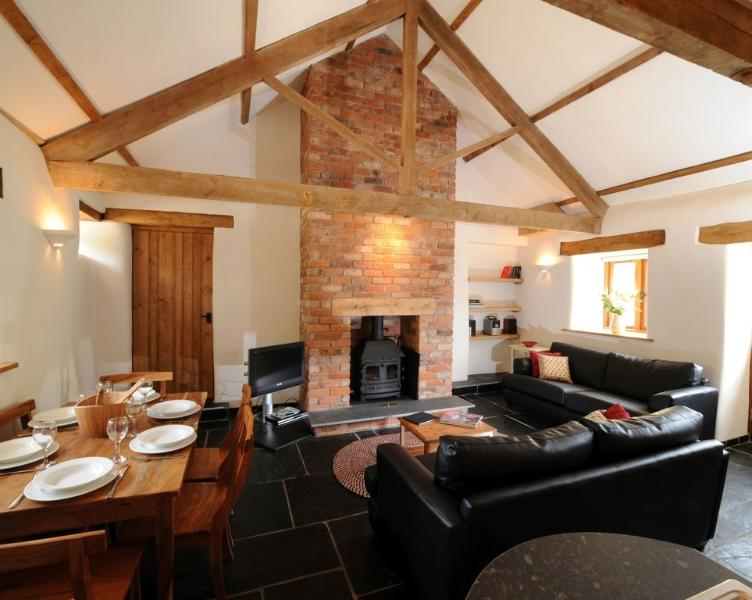 Riverside Cottage, Park Mill Farm located in Chulmleigh, Devon - Image 1 - Chulmleigh - rentals