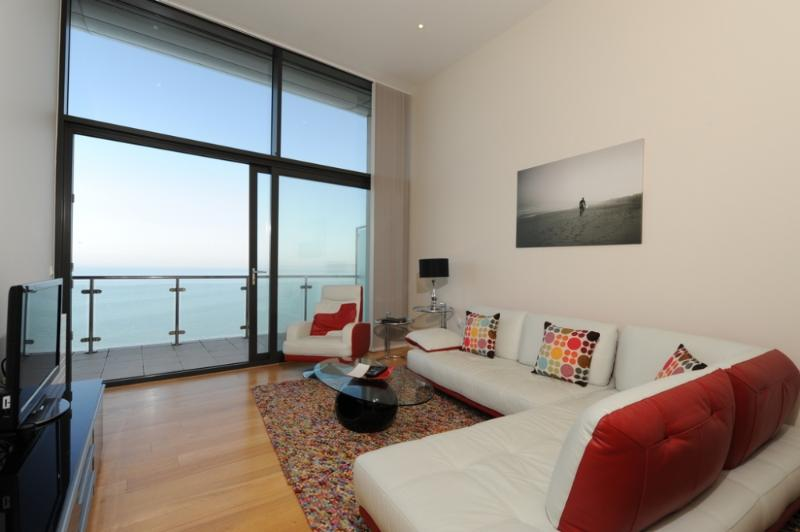 The Penthouse, Horizon View, Westward Ho!, Devon - Image 1 - Westward Ho - rentals