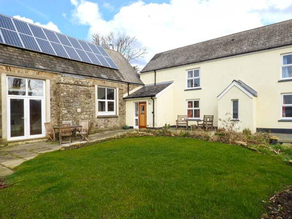 SCHOOL HOUSE, stone cottage, multi-fuel stove, en-suites, off road parking, garden, in Spittal near Haverfordwest, Ref 918918 - Image 1 - Spittal - rentals