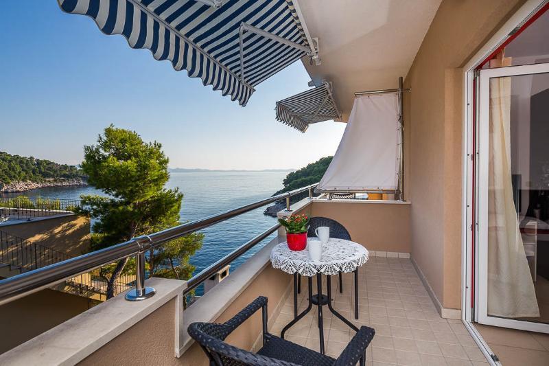 A2(3): covered terrace - 4958 A2(3) - Cove Osibova (Milna) - Cove Osibova (Milna) - rentals