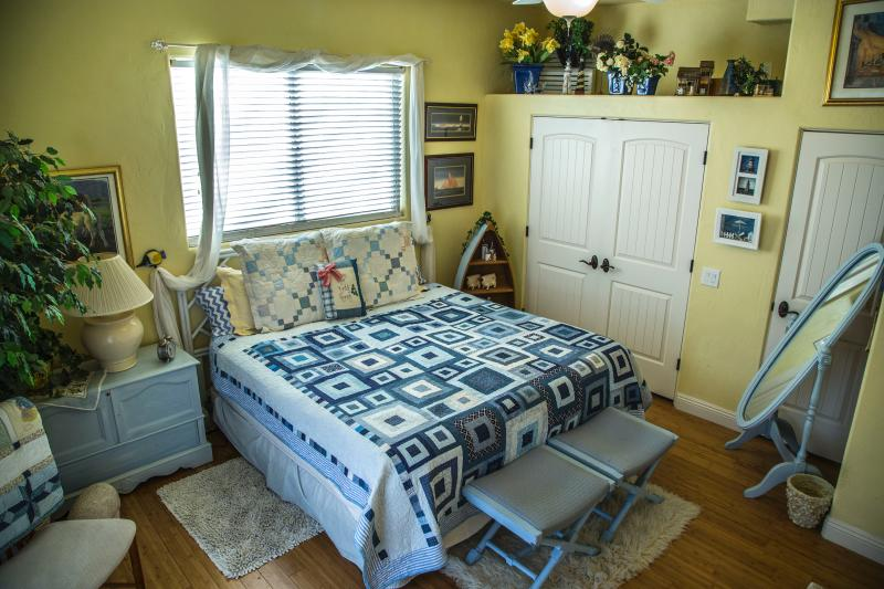 King bed is very comfortable - One Bedroom with View - Saint George - rentals