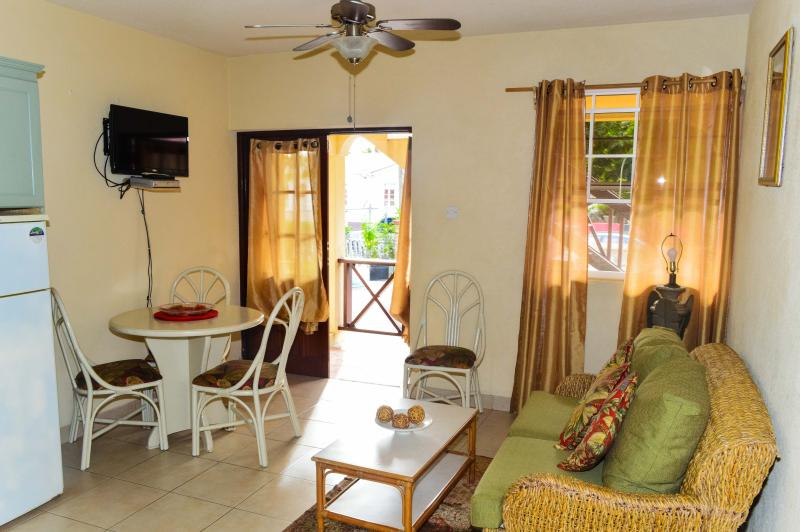 Lounge - 2 Bed Apt near Dover Beach - No.2 Balcony Rock - Dover - rentals
